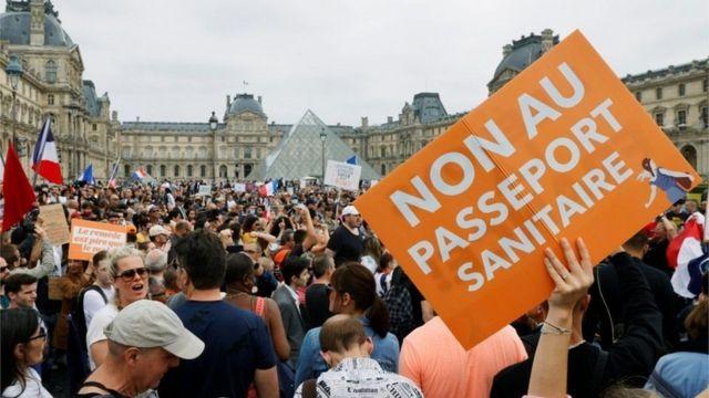 демонстрация против введения санитарных пропусков