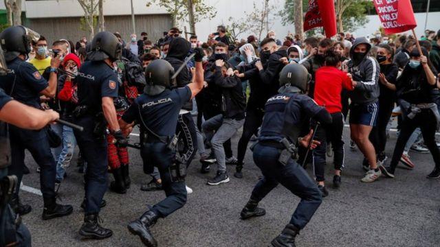 اشتباكات بين قوات الشرطة والمتظاهرين في مدريد