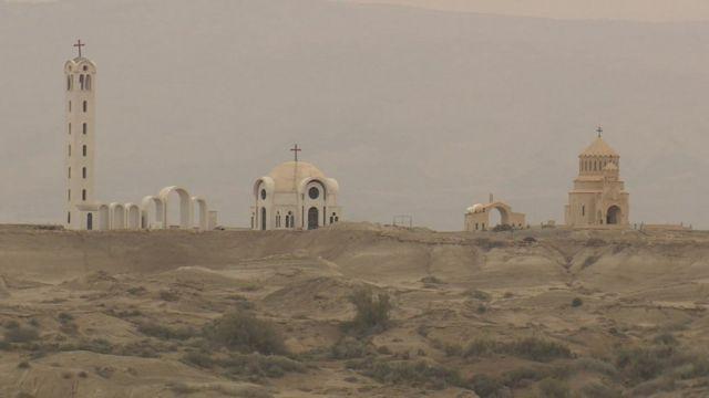 الكنائس المحيطة بموقع المغطس