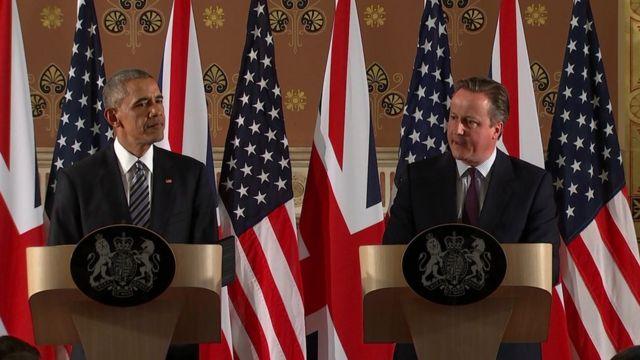 Barack Obama (left) and David Cameron hold a news conference