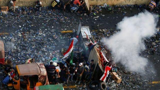 ဆန္ဒပြသူတွေကို ရပ်တန့်ဖြိုခွင်းနိုင်ဖို့ လုံခြုံရေးတပ်ဖွဲ့တွေက မျက်ရည်ယိုဗုံးတွေ သုံး