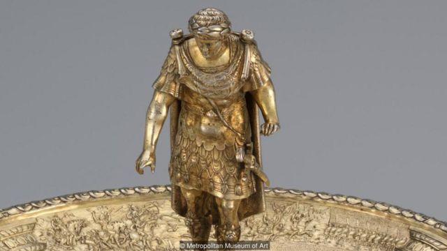 這套12隻銀質鍍金高腳杯盤是文藝復興時期非常獨特的銀器代表,這只是奧托皇帝銀盤(Otho Tazza)