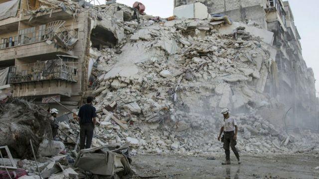 صورة تظهر الدمار الذي خلفته إحدى الضربات الجوية في حلب