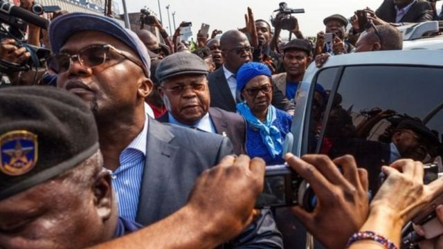 Mita Etienne Tshisekedi (a tsakiya)