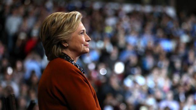 Hillary Clinton avuga ko itohoza kuri e-mail ziwe ariryo ryatumye atsindwa amatora