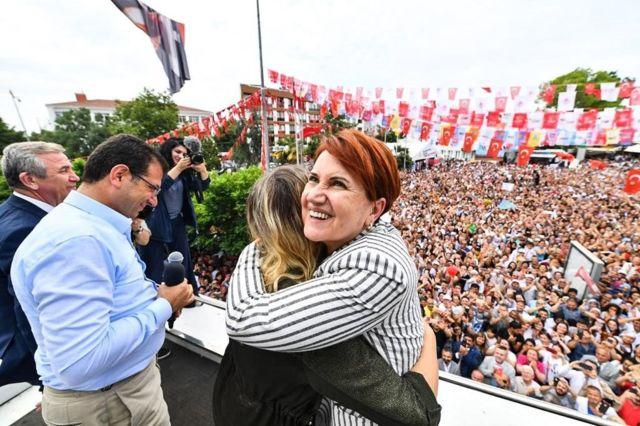 Meral Akşener, Haziran 2019 seçimlerinde, ABB Başkanı Yavaş ile birlikte İBB Başkanı İmamoğlu'nun Çatalca mitingine katılmıştı.
