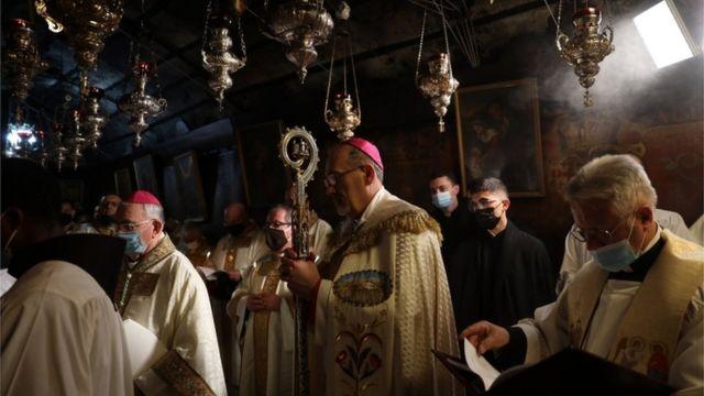 مراسم مذهبی در کلیسای کاتولیکها در بیتلحم در کرانه غربی