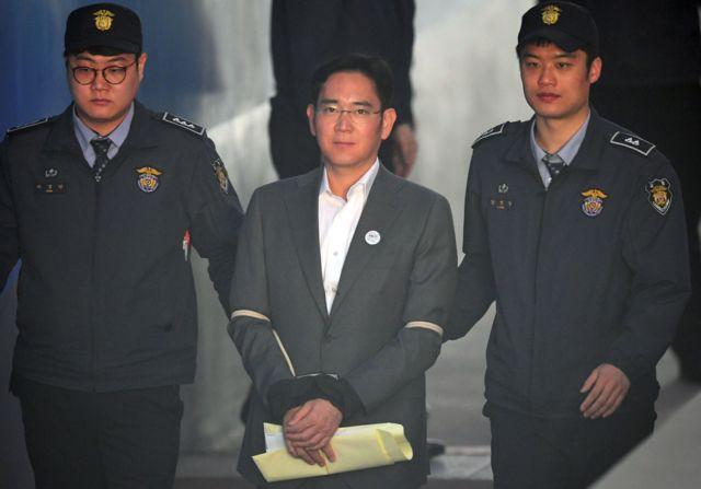 นายลี แจ-ยอง รองประธานกรรมการและทายาทบริษัทซัมซุง ก็กำลังถูกควบคุมตัว