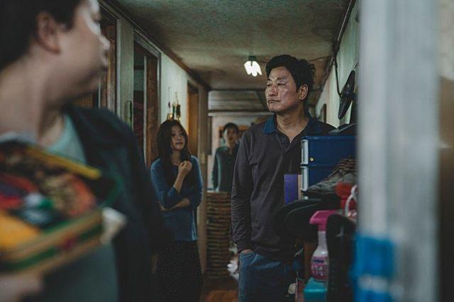 봉준호 감독이 7번째 장편영화인 '기생충'으로 돌아온다