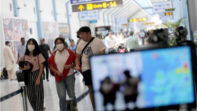 Passageiros são escaneados no Sri Lanka