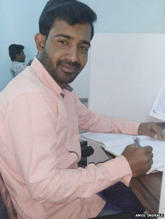 अमोल सध्या लातूरमध्ये शिक्षक भरतीची तयारी करत आहे.