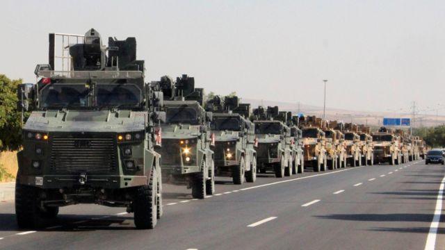 Турецкая военная колонна направляется к границе с Сирией (9 октября 2019)