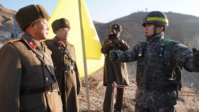 남북 군사당국이 시범 철수한 비무장지대 내 GP에 대해 12일 상호검증을 하고 있다