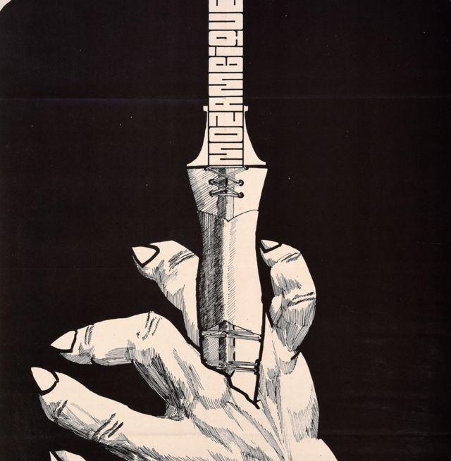 Une affiche Ospaaal intitulée Journée mondiale de solidarité avec la lutte du peuple du Mozambique, 1973, montrant un poignard enfoncé dans une main.
