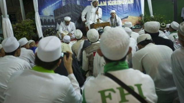 Rizieq Sihab bersama anggota FPI.