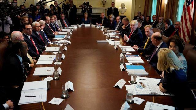 چندین مقام ارشد کابینه دولت آمریکا نوشتن یادداشت برای نیویورک تایمز را انکار کرده اند.
