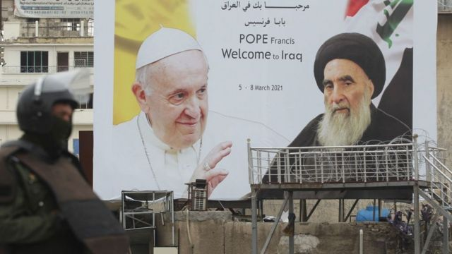 """البابا يزور السيستاني: لقاء """"القمة"""" بين الكاثوليك والشيعة - BBC News عربي"""