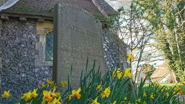Memorial para April Fabb