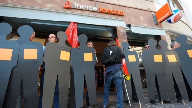 Protesta frente a una tienda de France Télécom.