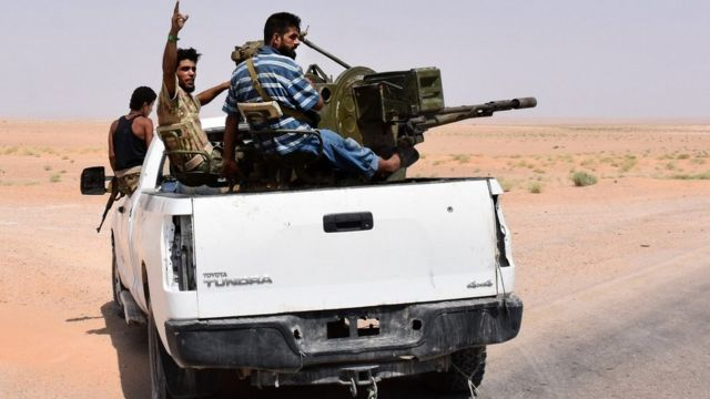 Pro-Syrian government militiamen sit in the back of an armed vehicle in Bir Qabaqib, west of Deir al-Zour (4 September 2017)