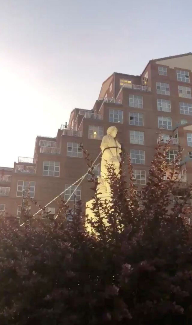 памятник колумбу в балтиморе