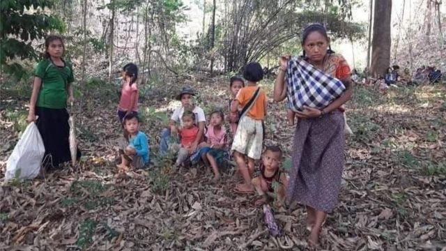 ชาวบ้านซ่อนตัวในเขตเมียนมาริมฝั่งแม่น้ำสาละวิน