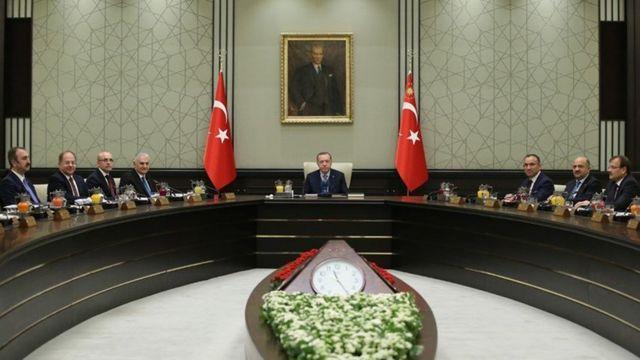 694 sayılı KHK ile Başbakan'ın bazı yetkileri Cumhurbaşkanı'na devredildi