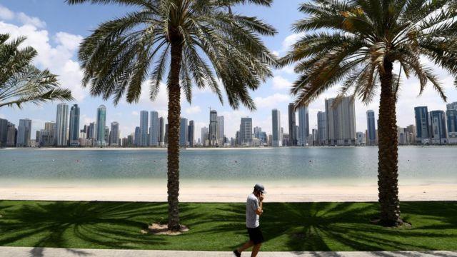فيروس كورونا: بريطانيا تضيف الإمارات إلى قائمة حظر السفر