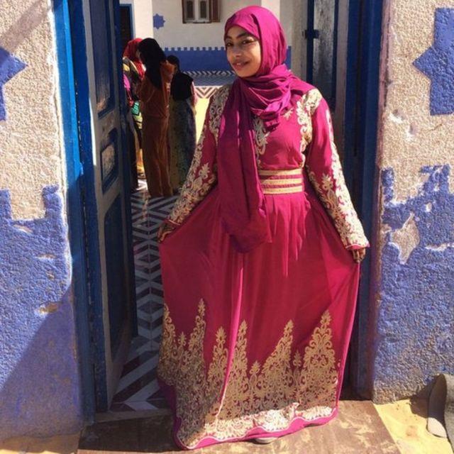 शादी की ड्रेस में सेली