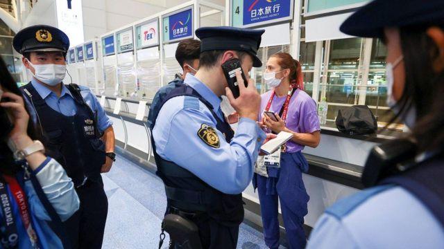 كريستينا تيمانوسكايا في مطار بطوكيو