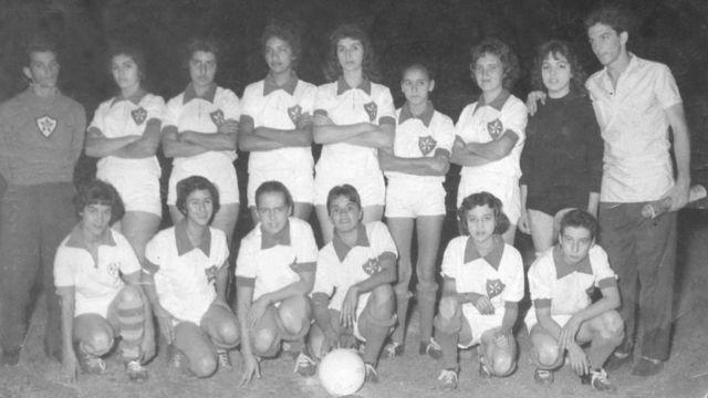 Foto de 04 de junho de 1959, jogo em Uberlândia, time do Araguari