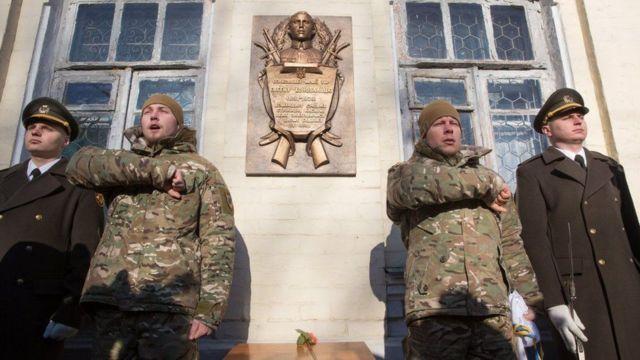 Меморіальна дошка Євгену Коновальцю на будинку, де колись були казарми Січових Стрільців