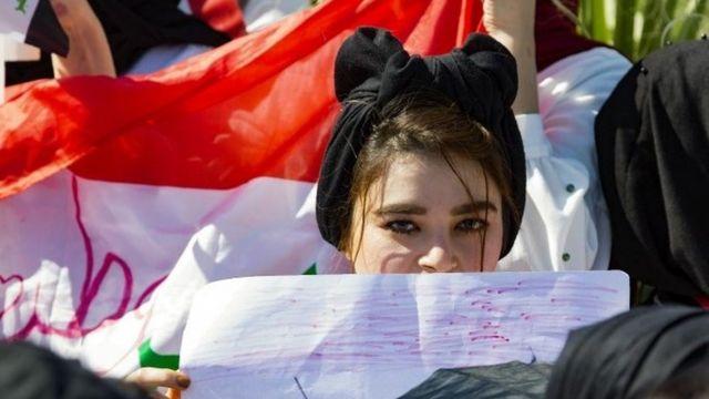 Basra'da bir eylemci öğrenci.