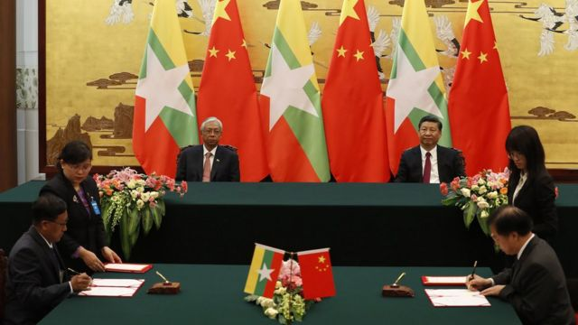 သမ္မတ ၂ ဦးရှေ့ တာ၀န်ရှိသူတွေ သဘောတူ လက်မှတ်ရေးထိုး
