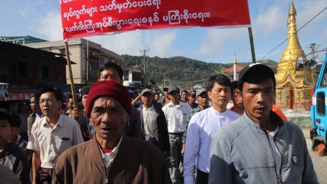 ကျပ်ပြင်ကျေးရွာပေါင်း(၂၀)က လူပေါင်း ငါးရာနီးပါး ဆန္ဒပြ