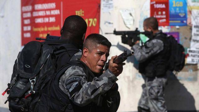 Policiais do Bope armados