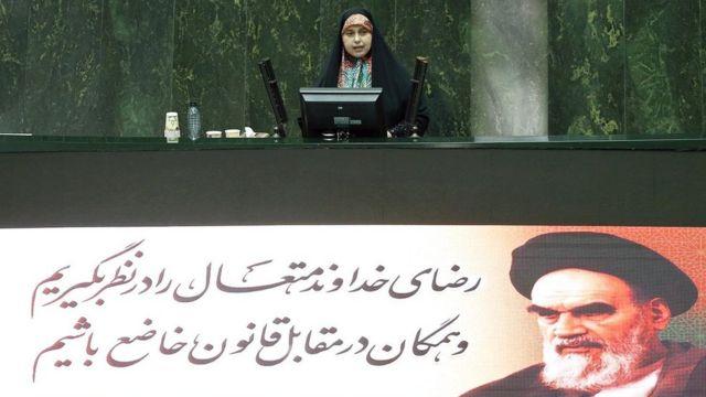 """پروانه سلحشوری از آیت الله علی خامنه ای رهبر نظام جمهوری خواسته برای """"نجات کشور"""" وارد عمل شود"""