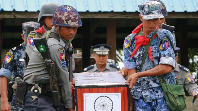 စုစုပေါင်း ၃၄ ယောက် သေဆုံး ခဲ့တယ်လို့ မြန်မာ အစိုးရ တပ်မတော်က ပြောပါတယ်