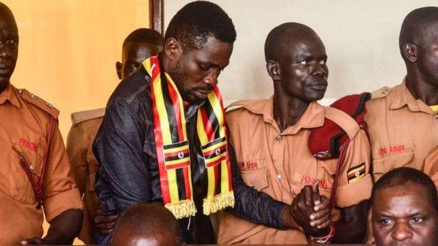 Bobi Wine alipokuwa akihamishwa kutoka mahabusu ya kijeshi mwezi wa nane 2018