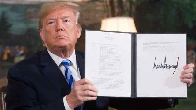ترامب يعرض توقيعه على وثيقة إعادة فرض العقوبات على إيران عام 2018