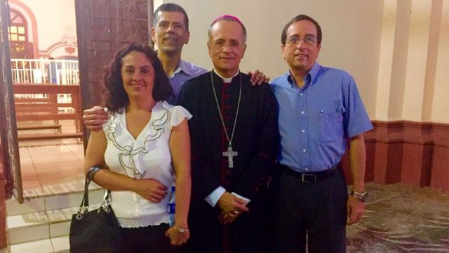 El obispo Silvio Báez y sus tres hermanos.