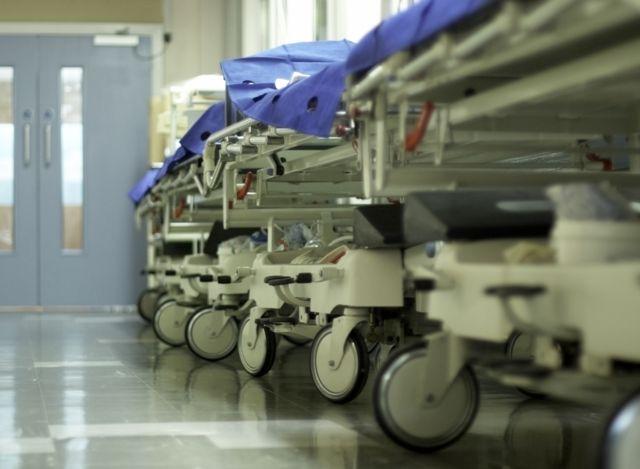 Macas em corredor de hospital