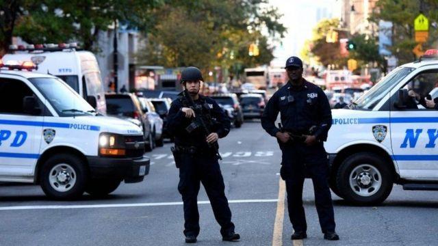 ન્યૂયૉર્ક હુમલા બાદ પોલીસના જવાનો સ્ટેન્ડ ટુ અવસ્થામાં