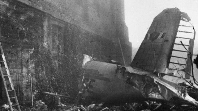 Olupina aviona koji je udario u zid katedrale na brdu Superga