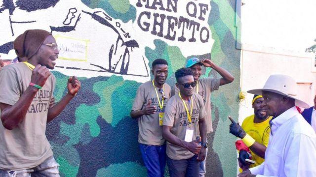Rais Museveni alipotembelea aneo la mitaa ya mabanda mjini Kampala (ghetto) ambako visa vya uhalifu vimekithiri