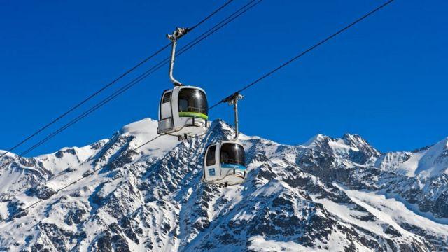在法国东部上萨瓦省(Haute-Savoie)与意大利和瑞士交界的一个滑雪场地确诊了五名英国游客受病毒感染