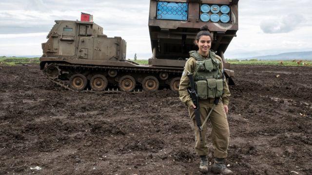 ゴラン高原のイスラエル入植地を守るイスラエル軍人。シリアとの境界付近で