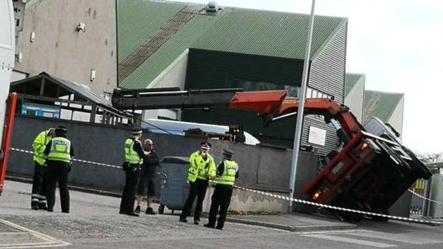Man injured after lorry topples in Aberdeen
