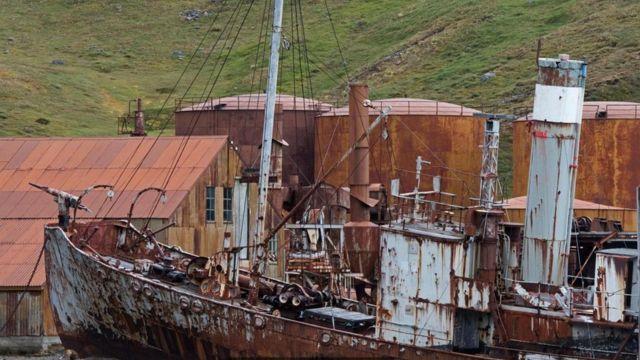 El barco ballenero 'Petrel'