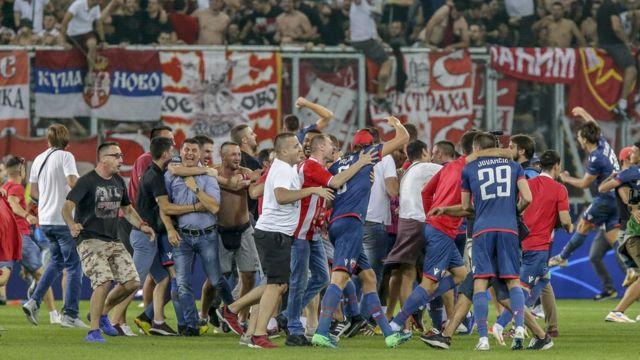 Slavlje na terenu posle plasmana u Ligu šampiona